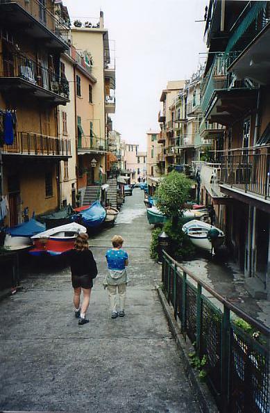 http://www.jreimer.com/old/travel/europe2002/Marolla.JPG